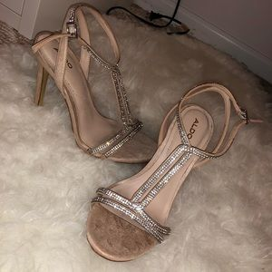 Beautiful silver/ nude aldo heels